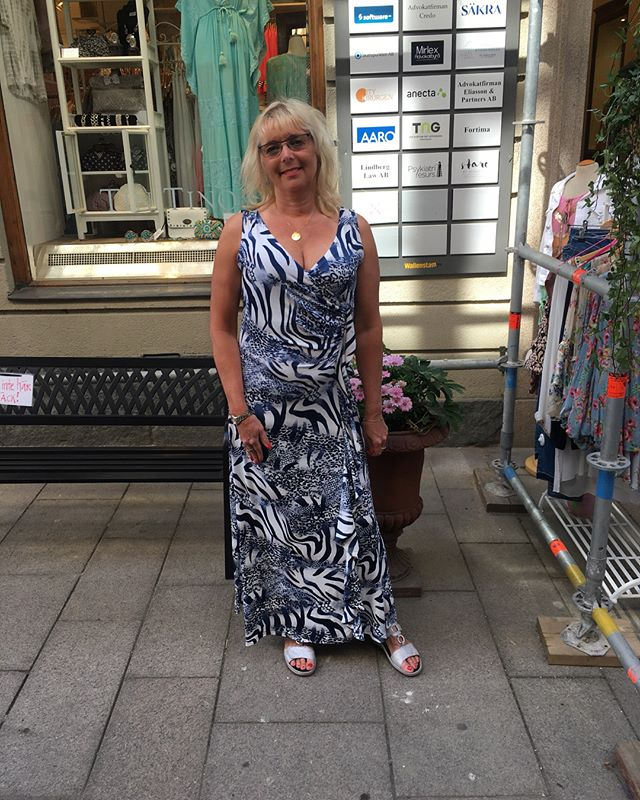Eva i fina klänningar från @2biz (bild1) och @denimhunter (bild2) #summer #dress #summerdress #2biz #denim #denimhunter #swedish #fashionstore #gothenburg #fashion #loveit #newdress #party #instagood #insta #instafasion #fashionlove # #fashionlover #blue #white #print