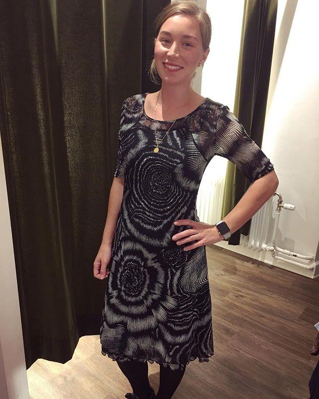 Klänning från @2biz #dress #newdress #black #blackdress #blackandwhite #tintino #tintinofashion #fashionstore #in #gothenburg #innerstadengbg #gbg #fashionaddict #love #fashion